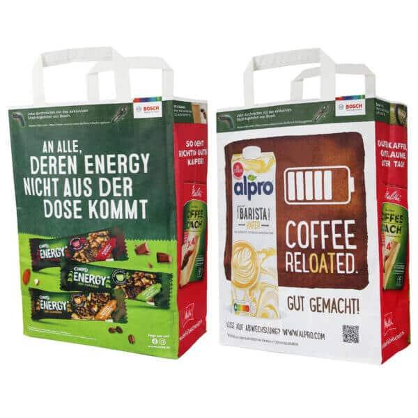 Die CAMPUS-Tüte abgebildet von beiden Seiten und mit den Seitenflächen. Die eine Seite ist mit Corny Energy Riegel, die andere Seite mit Alpro Barista Hafermilch bedruckt. Die Seitenflächen zeigen Melitta Kaffeefilter.